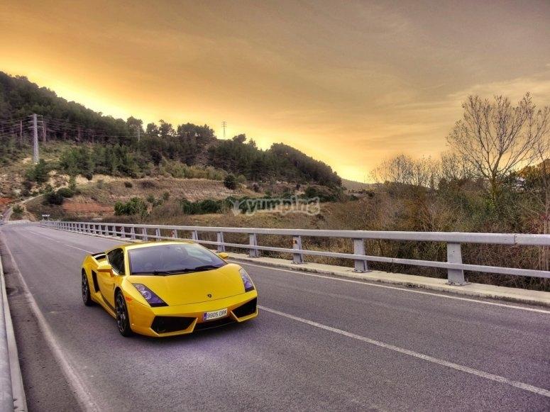 Lamborghini y paisaje