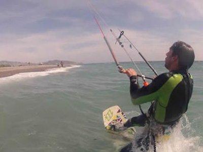 Corso di kitesurf completo ad Almeria con accredito