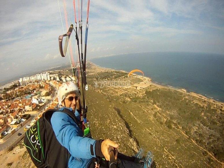 Vuelo en parpapente con vistas al mar Alicante