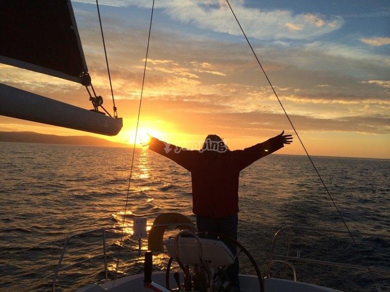Al atardecer en el velero
