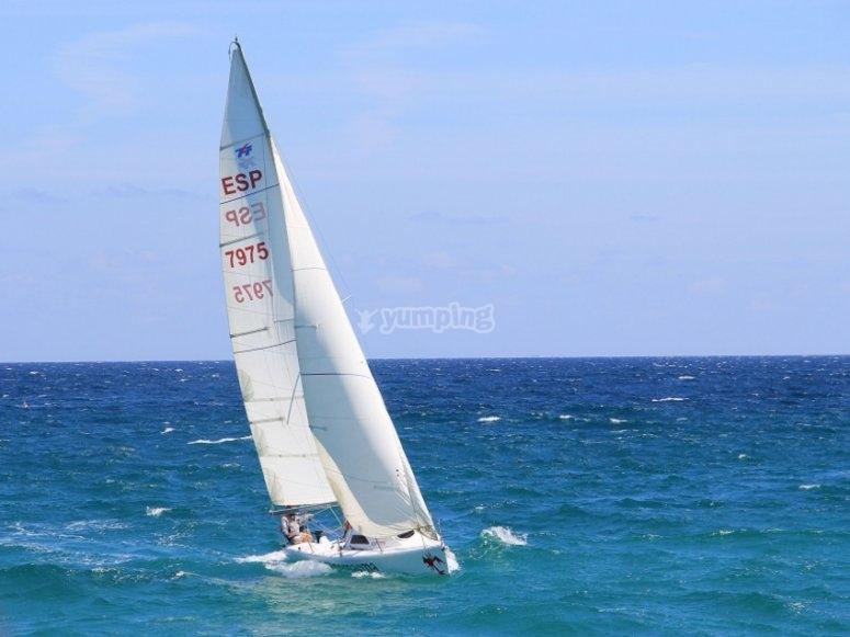 La barca a vela nel mare di Foz