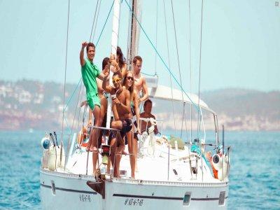在阿尔梅里亚的一艘帆船上单身派对,3个小时