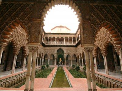 Ruta塞维利亚伊斯兰教入口真正的Alcázar成人