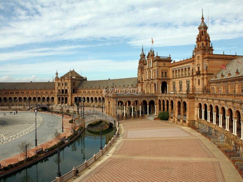 Vistas a la famosa plaza de Sevilla
