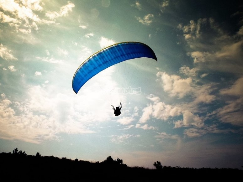 Flying over Sopelana in a paraglide