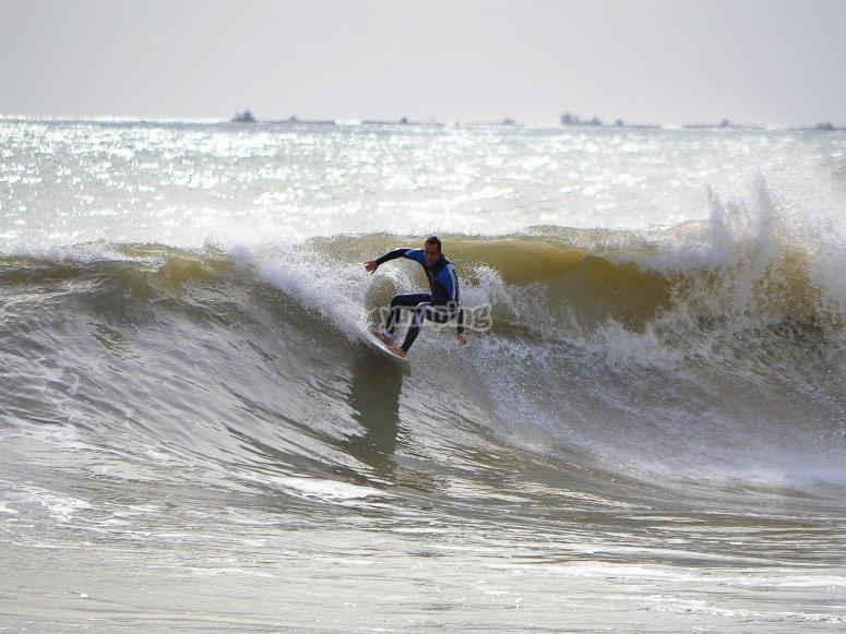 Surfeando sobre las olas