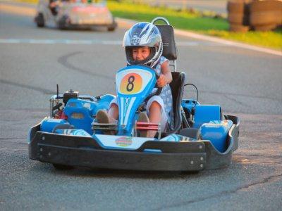 在马拉加参加3场比赛的儿童卡丁车赛