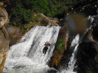 Sdraiato giù per la cascata