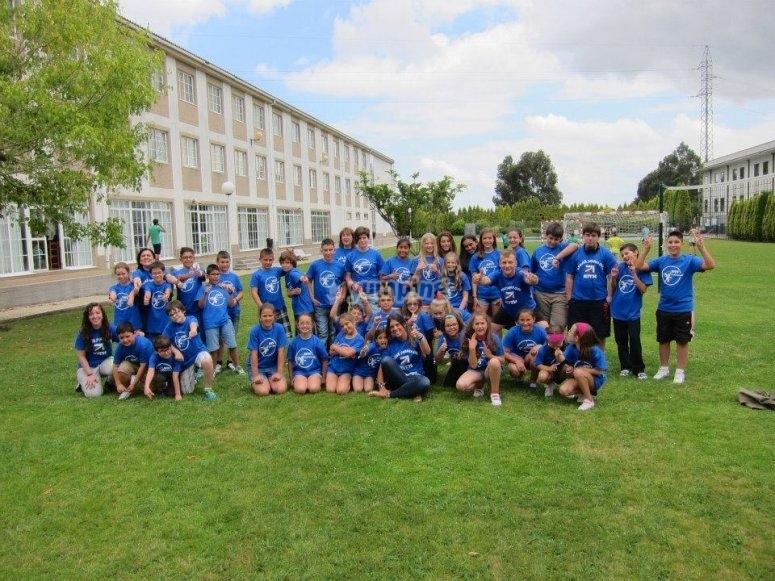 Studenti in maglietta blu