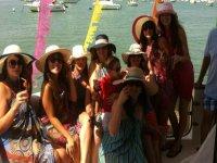 在我们的船上举办单身派对。JPG