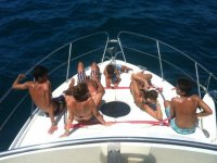 在甲板上晒日光浴-JPG
