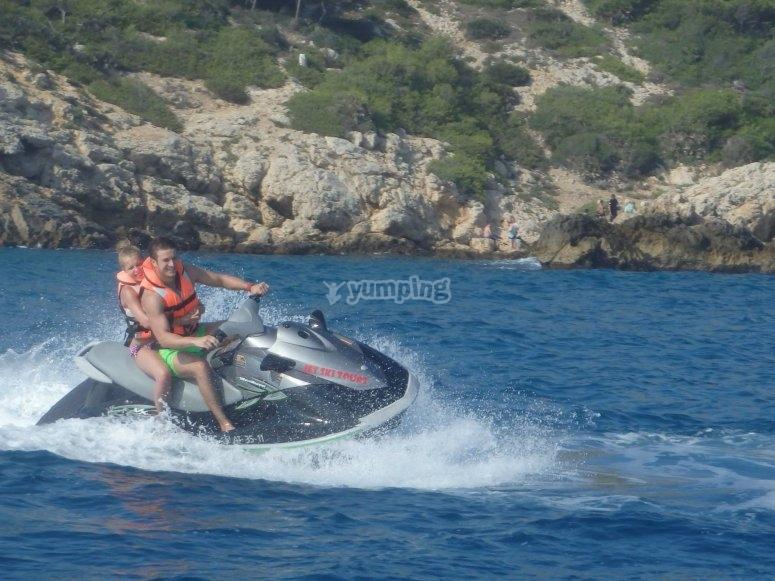 Adrenalina e tante risate su moto d'acqua
