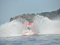 Alquiler de barco de acrobacias en Girona, 15 min