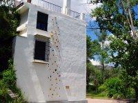 Rocodromo nel muro artificiale