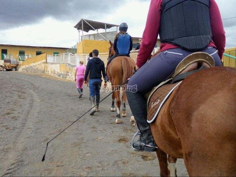 Cabalgando en pista en Gran Canaria
