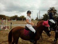 Amazona sobre el caballo
