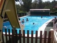 Desde el tobogan a la piscina