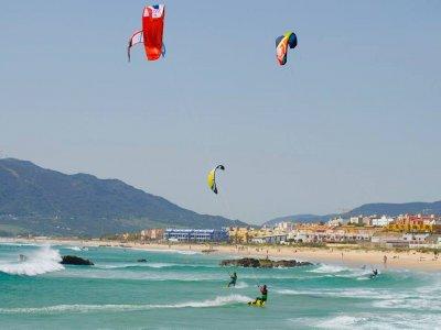 Iniciación en kitesurf en Los Lances, 4 personas