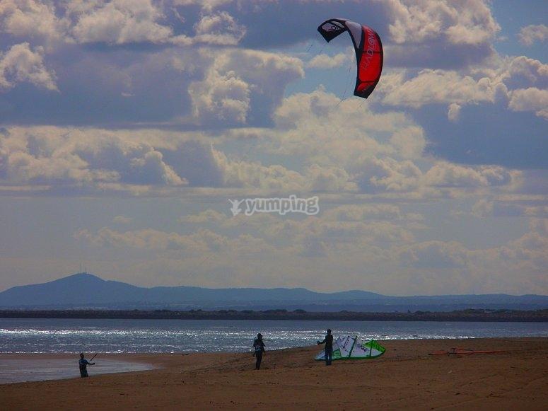 Jornada de kitsurf en aguas onubenses