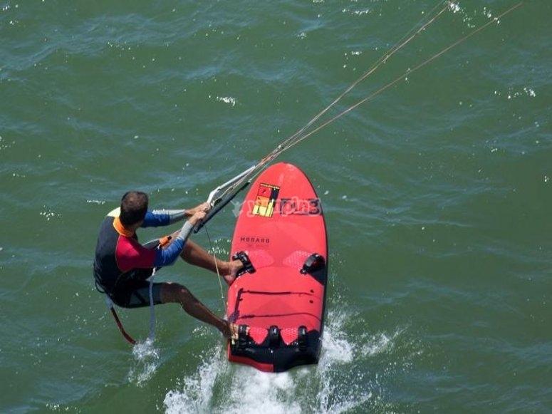 Fundamental dominar el equilibrio en kite en Huelva