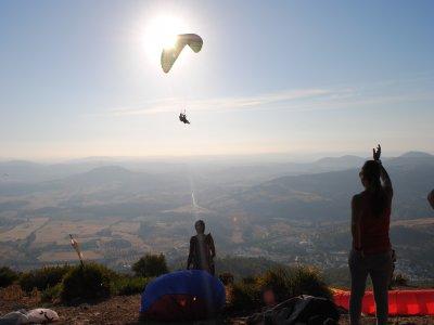 滑翔伞对夫妇的洗礼,约。 30分钟