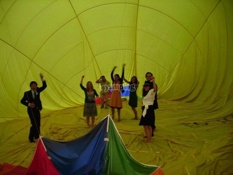 Fiesta adentro del globo
