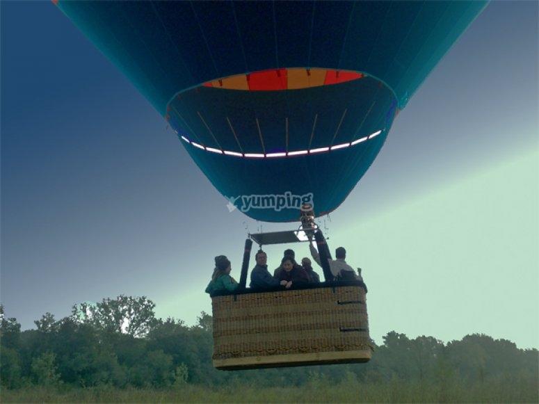 在气球飞行