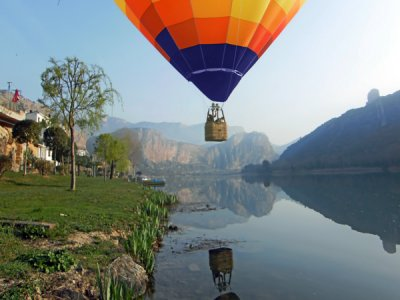 Hot-air balloon ride in Gironafor 2 with banner