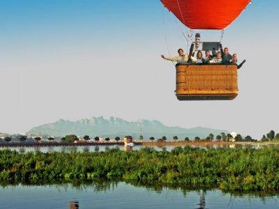 Volo in mongolfiera su Monserrat per famiglie 1h