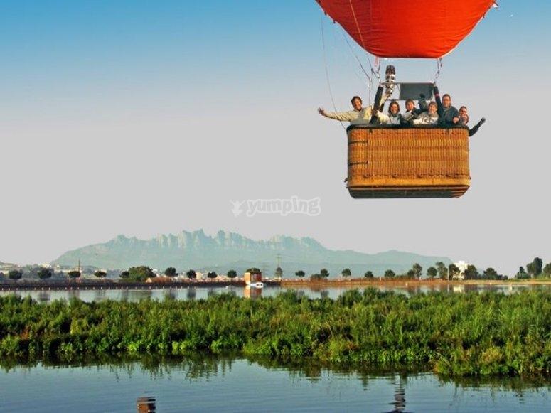 比利牛斯山脉上空的气球