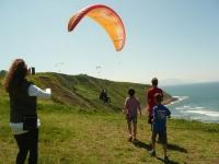 Fotos y mirando el vuelo en parapente