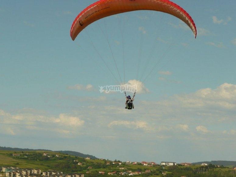 Volando con monitor en parapente
