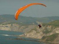 Vuelo acrobático en parapente en Sopelana