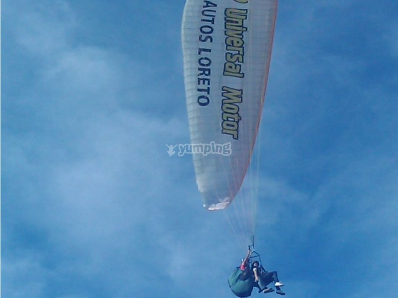 Paragliding with a pilot
