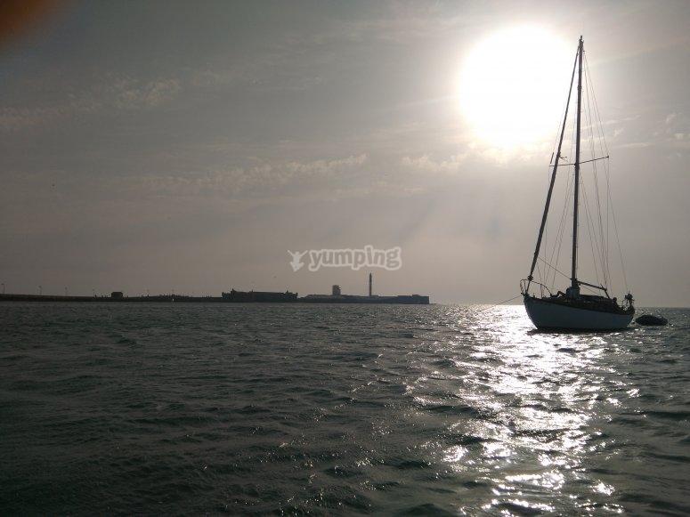 Barco con puesta de sol