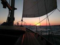 Puesta de Sol en velero clásico costa gaditana