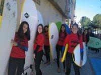 Aprendiendo surf en el campa