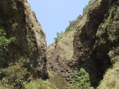 Easy Hiking in Añavigo Canyon, 3 hours