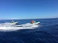 Disfutando de Tenerife在水上摩托车上