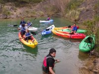 Practical class for the initiation in navigation with canoes.