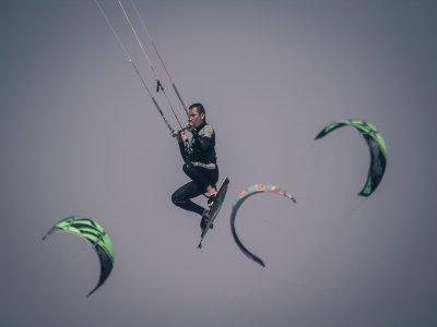 出租设备风筝冲浪在莫特里尔1天