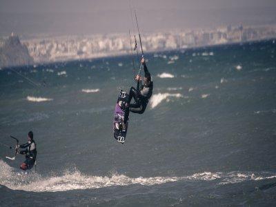 在莫特里尔风筝冲浪一周