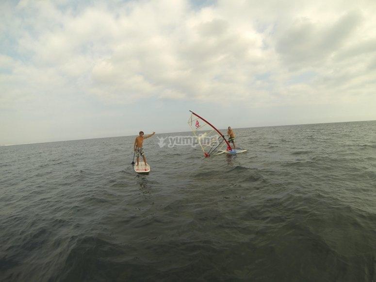 乐趣和风帆冲浪