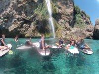 Disfrutando del agua en paddle surf