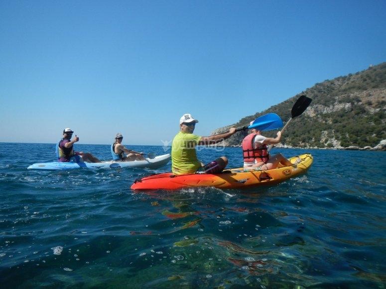 Disfrutando de la navegacion en kayak