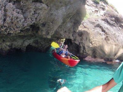 Ruta en kayak desde Nerja hasta Maro para niños