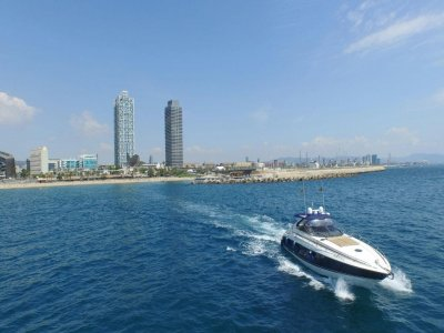 Boat rental in Barcelona for one hour