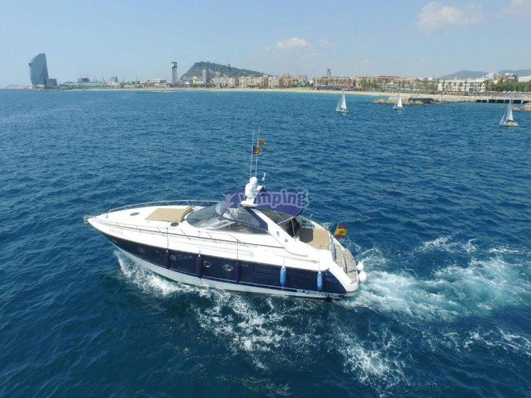 El charter en el agua