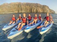 Grupo a bordo de las canoas antes de comenzar el tour por Fuerteventura