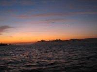 Goditi i tramonti in alto mare